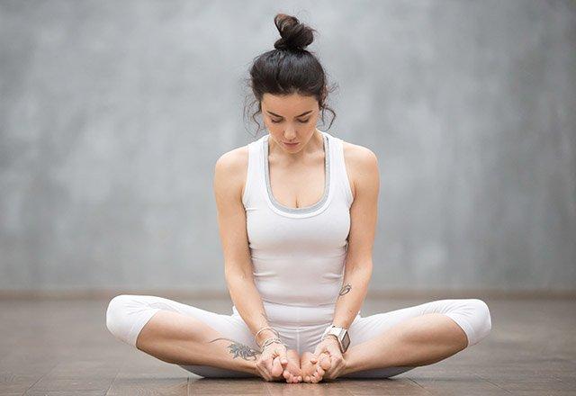 7 dakikada sırt ağrınızı rahatlatan 8 germe hareketi 5