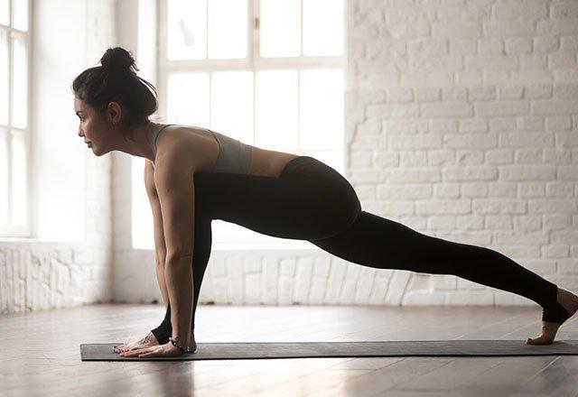 7 dakikada sırt ağrınızı rahatlatan 8 germe hareketi 13