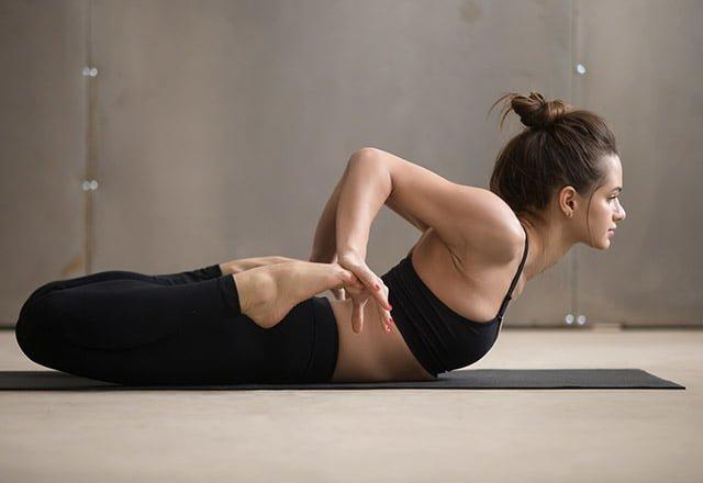 7 dakikada sırt ağrınızı rahatlatan 8 germe hareketi 1