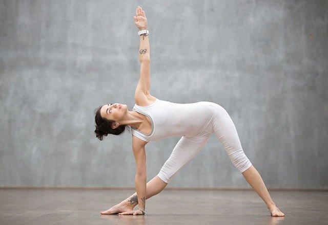 7 dakikada sırt ağrınızı rahatlatan 8 germe hareketi 9