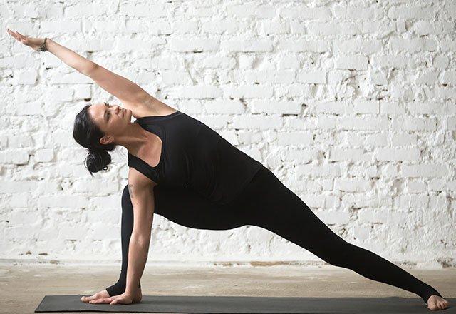 7 dakikada sırt ağrınızı rahatlatan 8 germe hareketi 7
