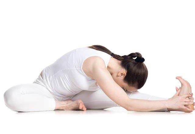 7 dakikada sırt ağrınızı rahatlatan 8 germe hareketi 3